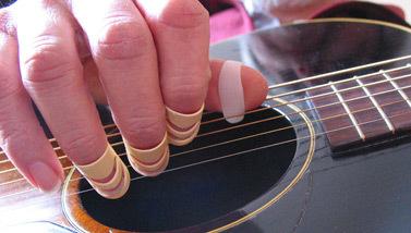 игра  Плектрами на гитаре