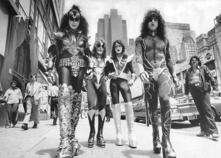 kiss-group-NY